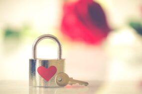 【資産型・初心者可】安定した収益を持つ恋愛系アフィリエイトサイト(ASP譲渡有)