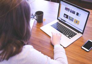 サイト売買で女性の売り手が増加中!3つの事例から傾向を考察