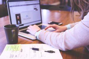 サイト売買を副業で取り組む際の買収メリットと注意点-サラリーマン編3